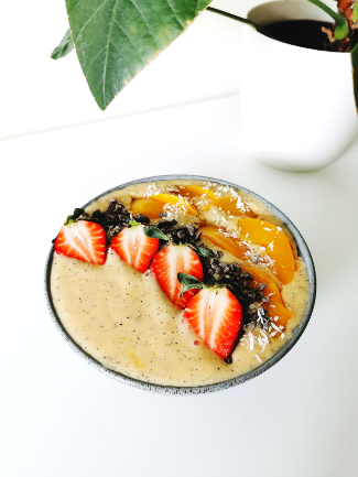 Peach and Passionfruit Smoothie Bowl-733