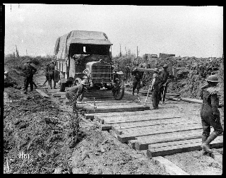 Image of the Maori Pioneers laying a road