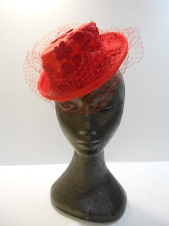Red mini top hat $165