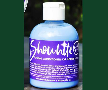 Bee Kind Showhite Toning Creme Conditioner