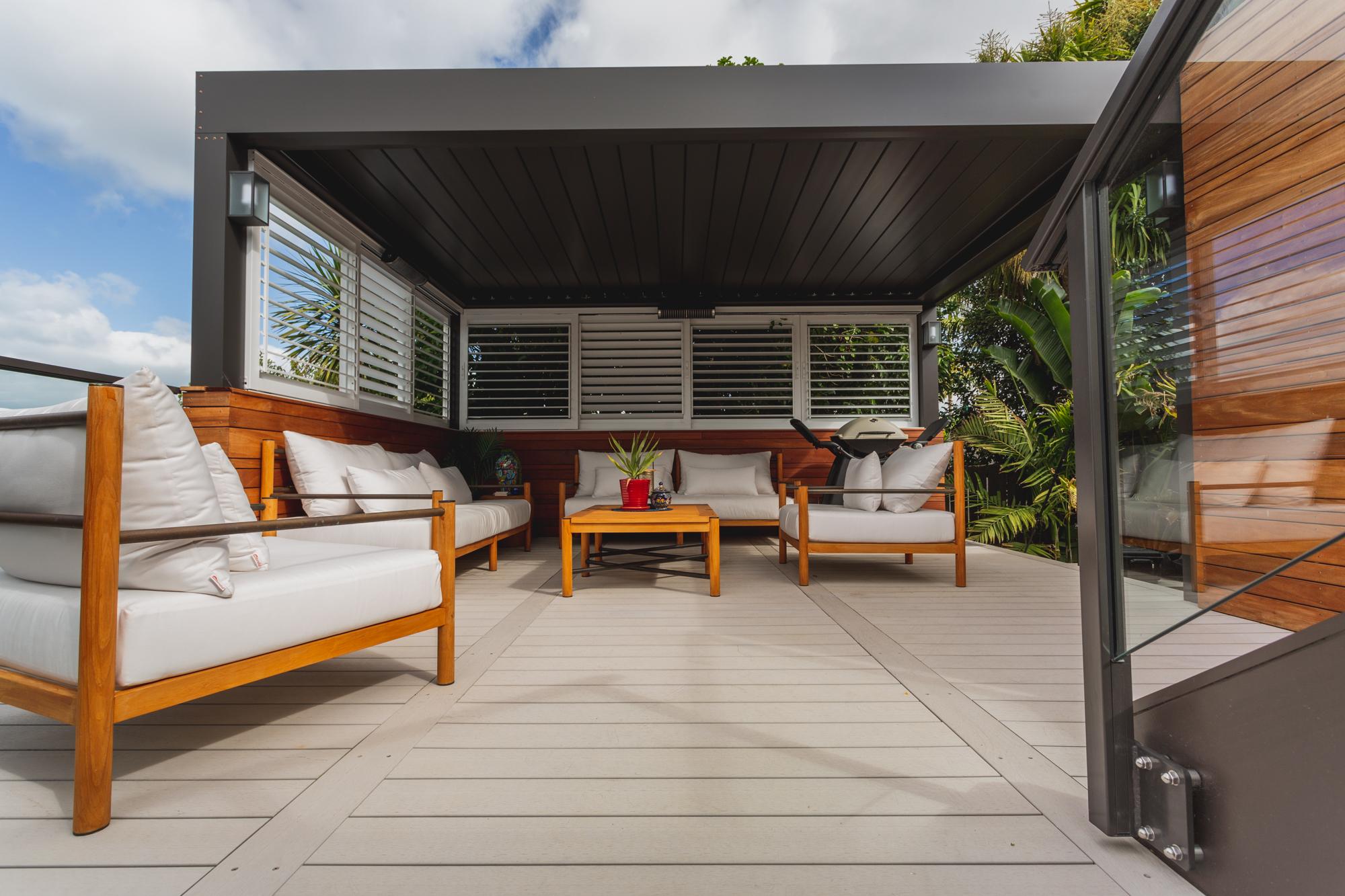 Clean and elegant composite decking
