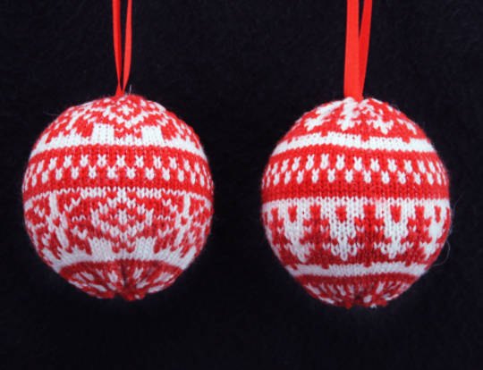 Knitted Ball Red and White 7cm