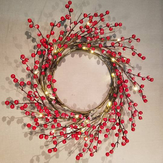 Red Berry Wreath 60cm, 24 LED Lights