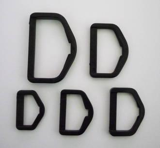 BLACK PLASTIC DEE