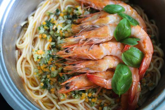 Family Pack Garlic, Chilli and Courgette Spaghetti Prawns