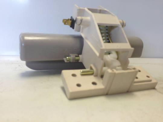 LG DISHWASHER DOOR HANDLE  CATCH ASSY LG LD-4050W (Version LD-4050W-AOWREAP), LD4050W,