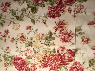 Red roses on nude background 100% Cotton