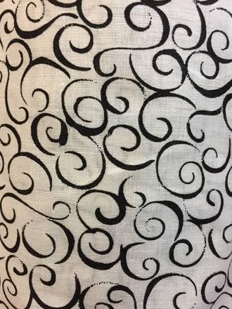 Geometric loops Black and White