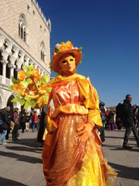 Venice carnival history masquerade costumes