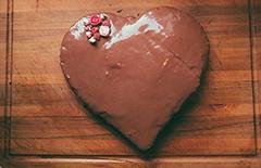 Kilinchy-Gold-Valentines-Cake-240x155