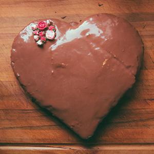 Kilinchy-Gold-Valentines-Cake-500x340-772