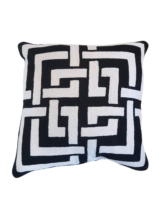 CUSHION COVER BLACK/WHITE  INTERLOCKING