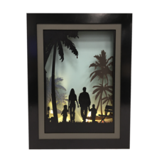 FAMILY WITH PALMS LIGHT UP SCENE
