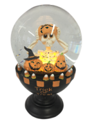 TRICK OR TREAT PUMPKIN BLOWING SNOWGLOBE