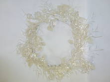 PEARLESCENT WREATH WITH LEAVES