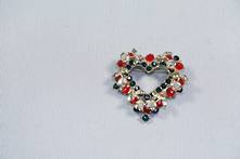 DOZEN RED/GREEN HEART DIAMNATE HANGERS