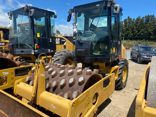 Cat CP44 vibratory Padfoot roller