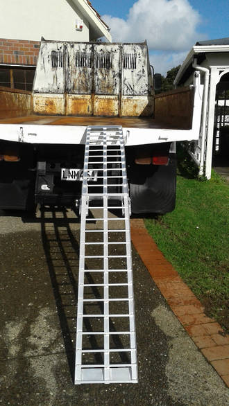 "712FRS USA Aluminium Ramp (Single) Arched Folding,2.2 (7') Long x 300mm (12"") Wide Total Capacity 340Kgty"