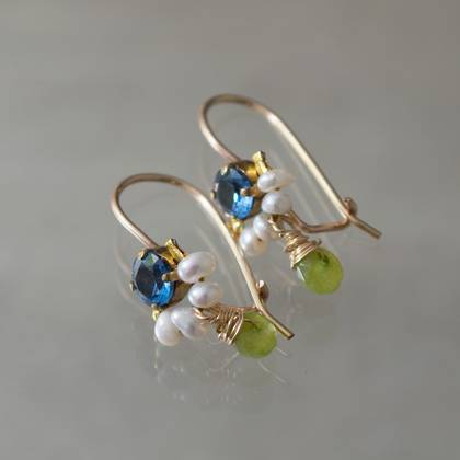 Earrings Dancer crystal, pearls, peridot - n° 309