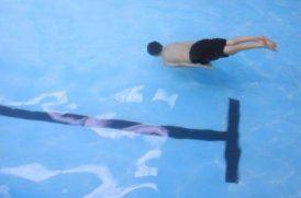 boy_under_water