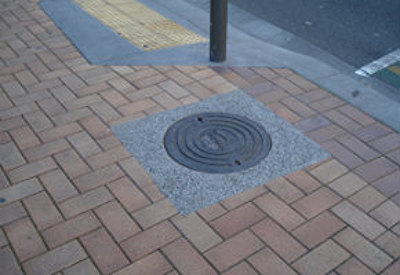 Manhole exposed aggregate Wellington-840
