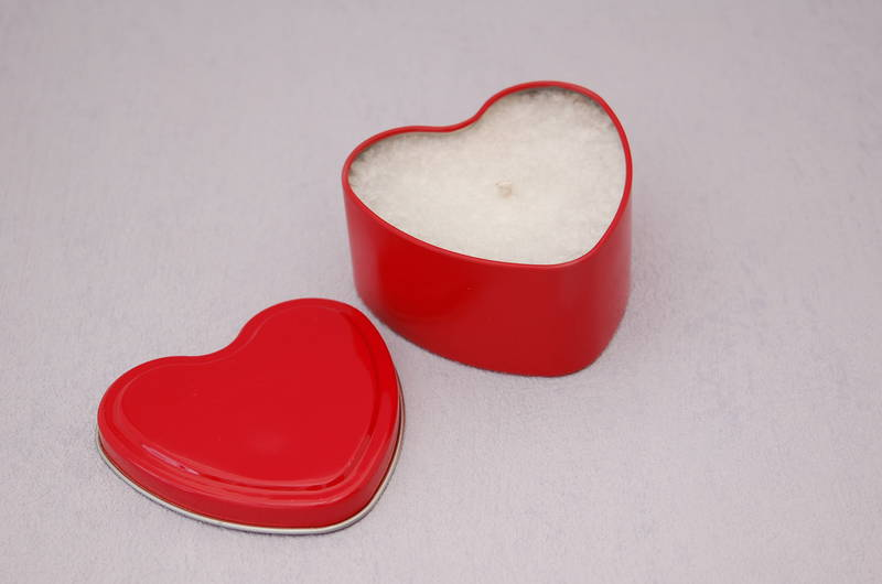 Heart Candle in a Red Tin. Seduction Fragrance