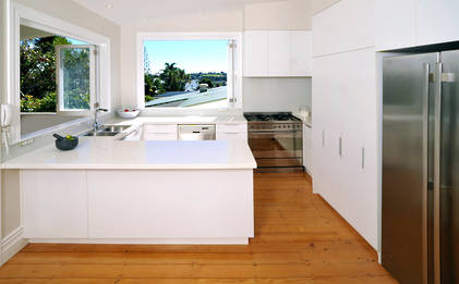 Villa Kitchen: Modern Minimalist