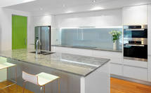 Crisp, Clean Style: Waiake Kitchen