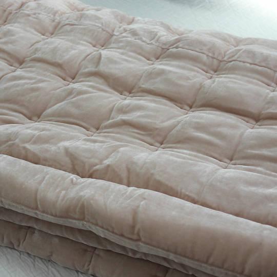 Seneca - Velvet Pin Comforter - Soft Pink