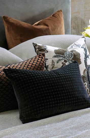 Bianca Lorenne - Petalo Cushion - Black