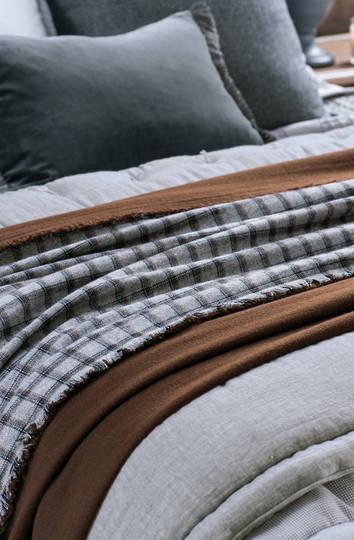 Bianca Lorenne - Pittari Woollen Throw & Cushion - Light Grey/Copper