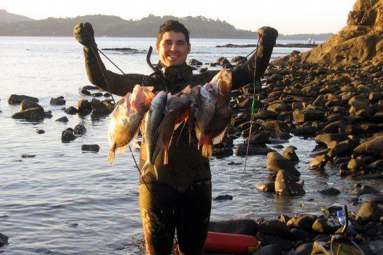 Spearfishing_from_shore.jpg