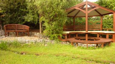 Joya Garden and Villa Studios & Organic B&B