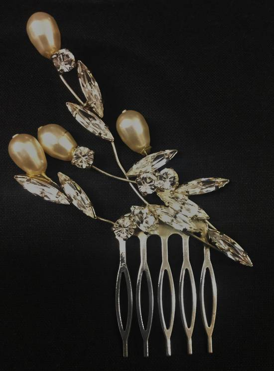 Swarovski crystal and pearl bridal hair comb - one only