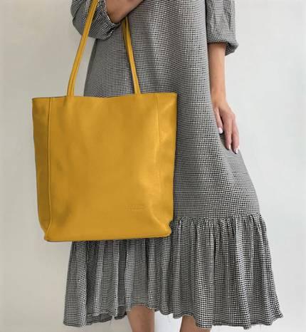 Luna Leather Tote bag in Mustard