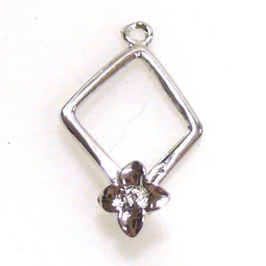 Claw Bail, diamond shaped with feature flower.