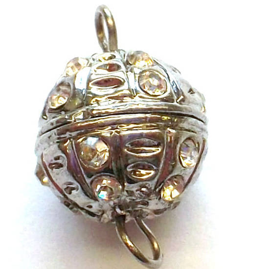 Screw clasp, engraved, set with diamantes