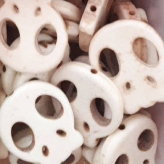 Howlite Skull: Flat - Bone