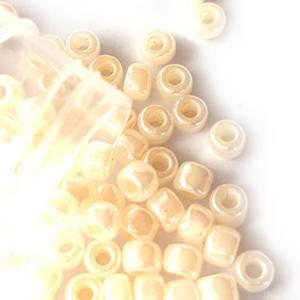 Miyuki size 6 round: 511B - Cream, pearlised