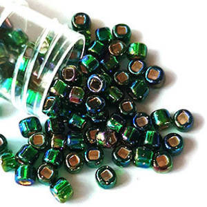 Matsuno size 6 round: 646 - Green AB, silver lined