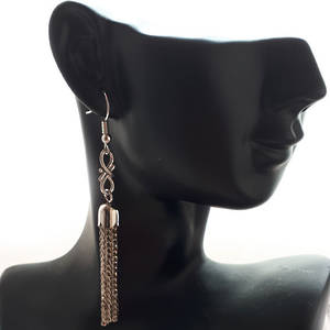 EARRING: Tassel with figure 8 - Silver