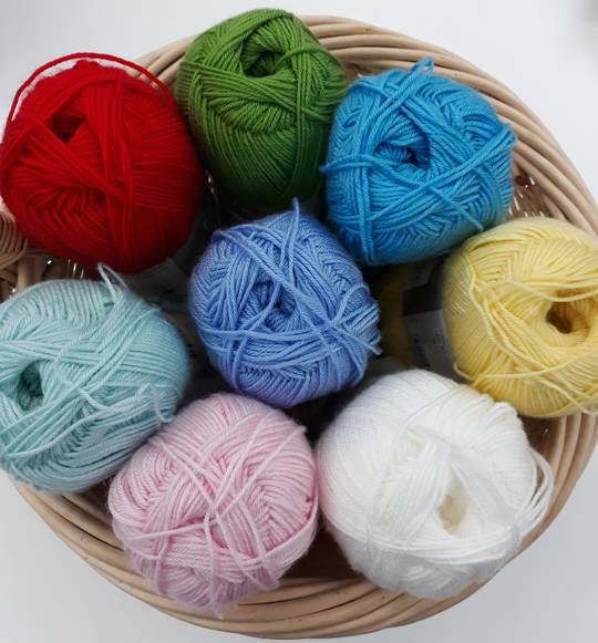 F/S Superb 4 Ply Knitting Yarn