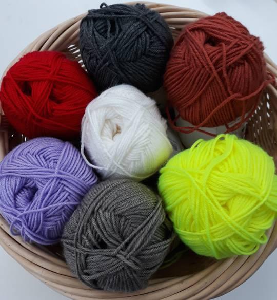 F/S 8 Ply Knitting Yarn