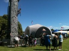 Rock_wall_at_Mt_Wellington_1.jpg