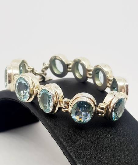 Sparkling blue gemstone bracelet