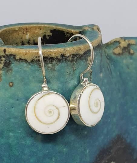 Silver cats eyes shell earrings