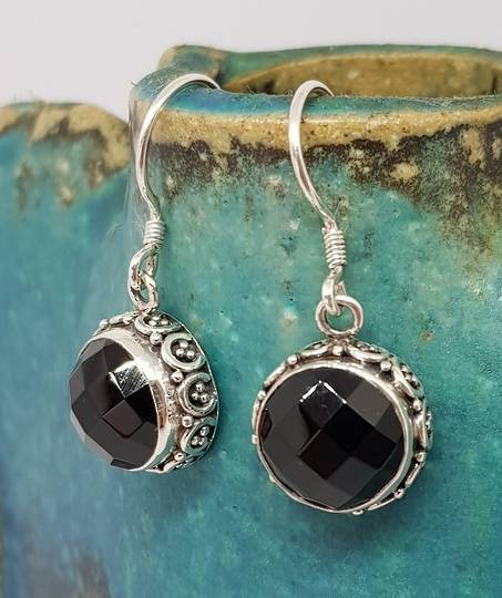 Facet cut onyx earrings