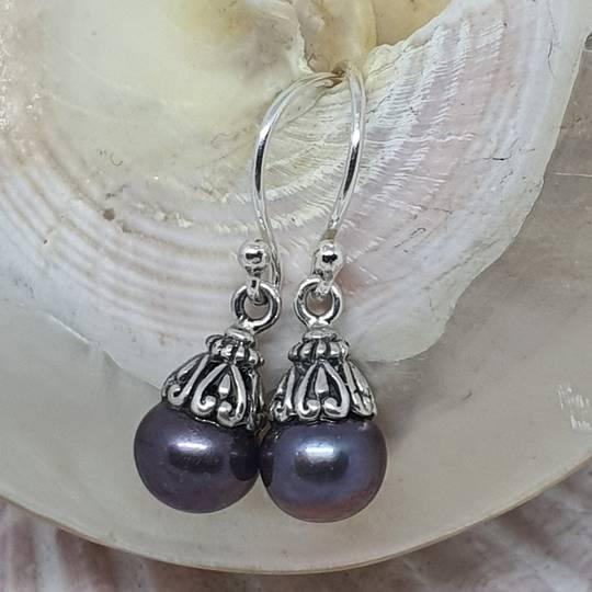 Dark grey pearl drop earrings