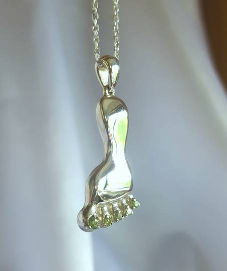 Made in NZ, quirky silver foot pendant with peridot