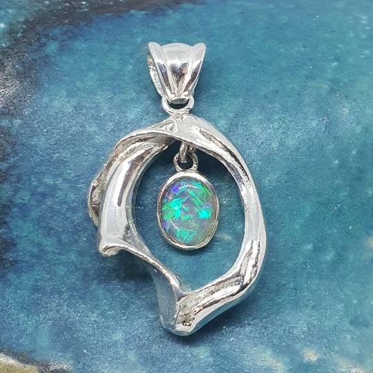 Sterling silver cast beach shell pendant with Australian opal - made in NZ